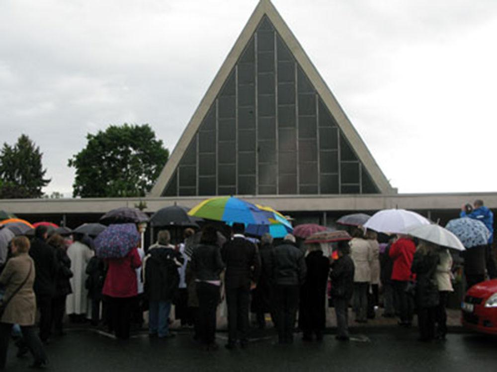 04- fuera delante iglesia